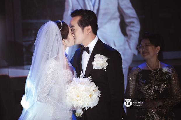 Dương Khắc Linh - Ngọc Duyên khoá môi nhau ngọt ngào trong lễ cưới, hạnh phúc thể hiện ca khúc mới dành riêng cho ngày về chung nhà! - Ảnh 3.