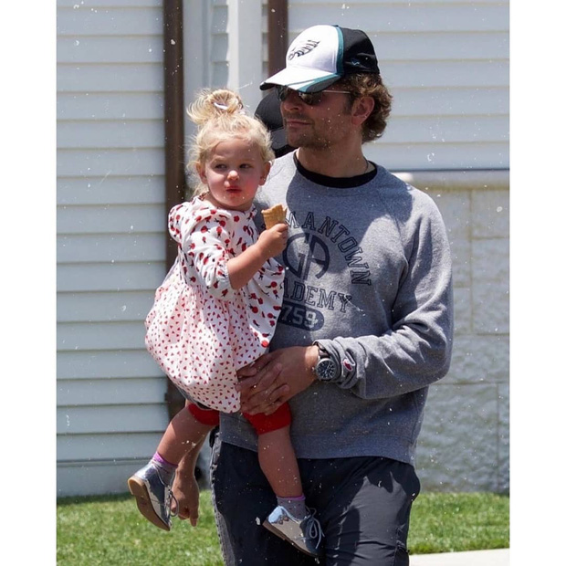 Con gái của tình cũ Ronaldo và tài tử Bradley Cooper gây sốt vì xinh như thiên thần, ra dáng công chúa Hollywood - Ảnh 3.