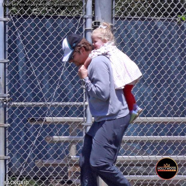 Con gái của tình cũ Ronaldo và tài tử Bradley Cooper gây sốt vì xinh như thiên thần, ra dáng công chúa Hollywood - Ảnh 4.