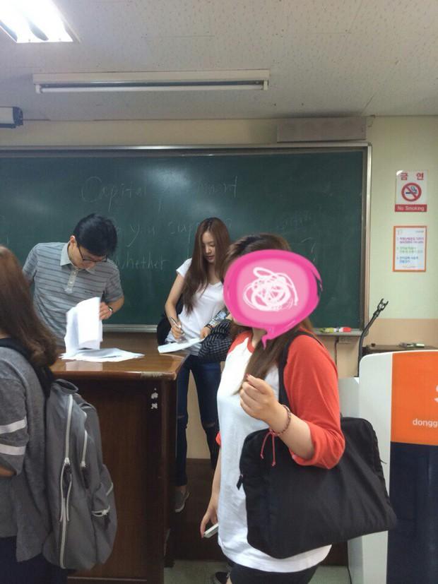 Muôn kiểu sao Hàn gây náo loạn khi đến trường: Sương sương đi học, đi thi thôi mà như dự sự kiện, đẹp tựa cảnh phim - Ảnh 11.