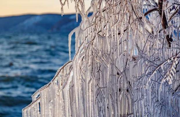 Những hình ảnh đáng kinh ngạc về tạo hình băng trên hồ Baikal - Ảnh 12.