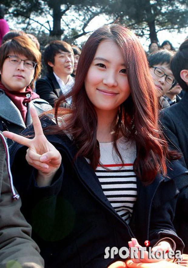 Muôn kiểu sao Hàn gây náo loạn khi đến trường: Sương sương đi học, đi thi thôi mà như dự sự kiện, đẹp tựa cảnh phim - Ảnh 15.