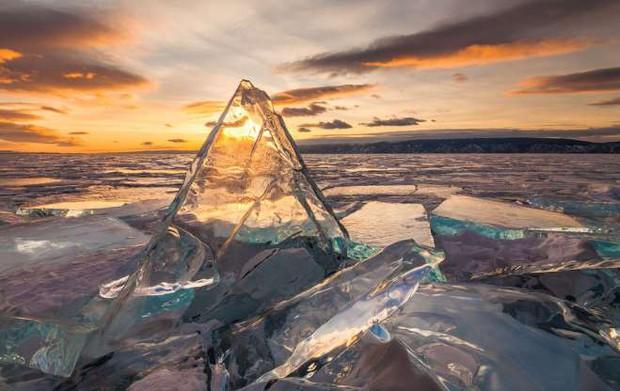 Những hình ảnh đáng kinh ngạc về tạo hình băng trên hồ Baikal - Ảnh 16.