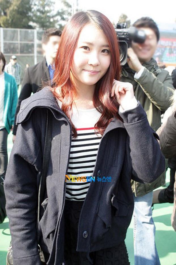 Muôn kiểu sao Hàn gây náo loạn khi đến trường: Sương sương đi học, đi thi thôi mà như dự sự kiện, đẹp tựa cảnh phim - Ảnh 16.