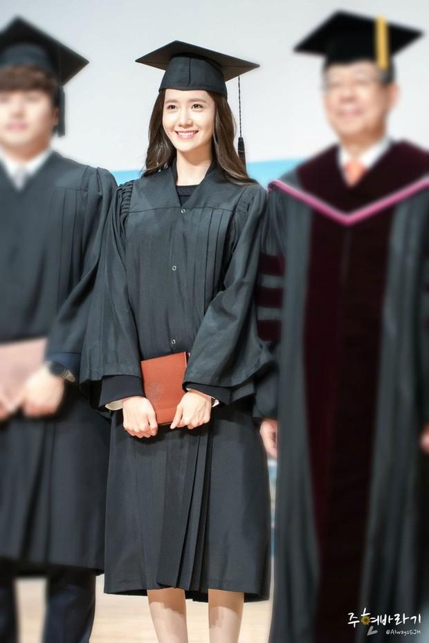 Muôn kiểu sao Hàn gây náo loạn khi đến trường: Sương sương đi học, đi thi thôi mà như dự sự kiện, đẹp tựa cảnh phim - Ảnh 5.