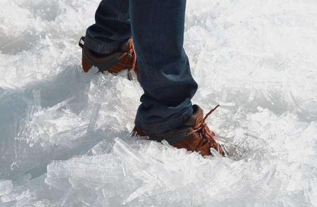 Những hình ảnh đáng kinh ngạc về tạo hình băng trên hồ Baikal - Ảnh 10.