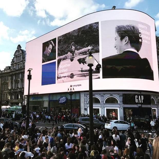 """Ngó ngay SVĐ Wembley và mọi góc mà các thành viên BTS ghé qua vừa """"càn quét"""" thủ đô London của Anh như thế nào? - Ảnh 13."""