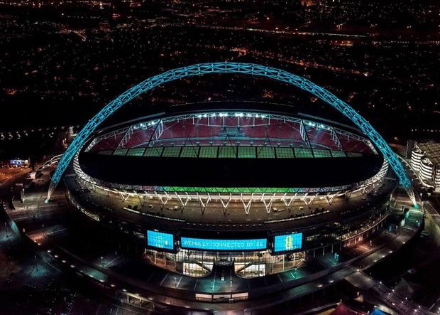 """Ngó ngay SVĐ Wembley và mọi góc mà các thành viên BTS ghé qua vừa """"càn quét"""" thủ đô London của Anh như thế nào? - Ảnh 2."""