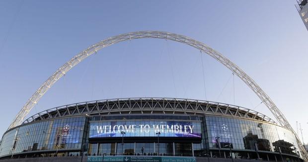 """Ngó ngay SVĐ Wembley và mọi góc mà các thành viên BTS ghé qua vừa """"càn quét"""" thủ đô London của Anh như thế nào? - Ảnh 3."""