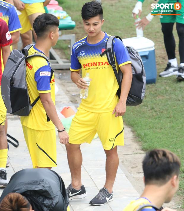 Bùi Tiến Dũng tập luyện cùng bóng tennis, khoe body cực chuẩn trong buổi tập thứ 2 của U23 Việt Nam - Ảnh 7.
