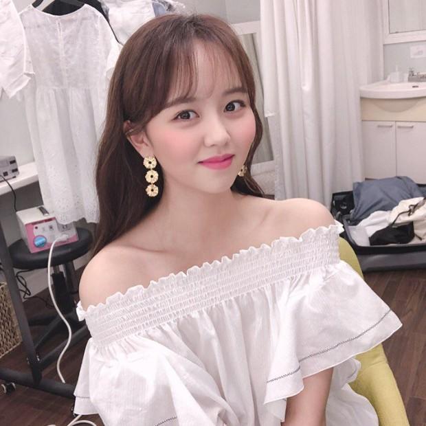 Sau Kim Yoo Jung, đến nữ thần nhí Kim So Hyun mạnh dạn xén luôn mái tóc dài và nhan sắc của cô nàng gây náo loạn - Ảnh 5.