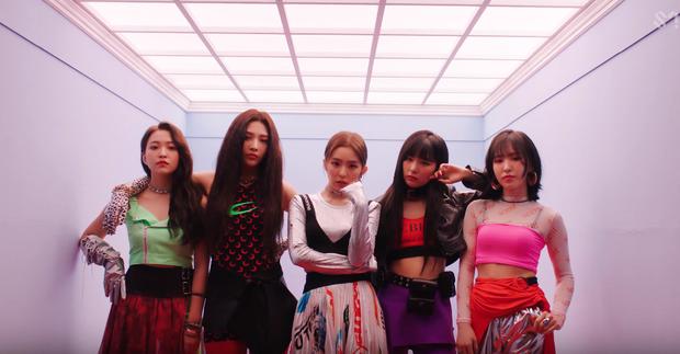 Bài mới của Red Velvet chơi cầu trượt trên BXH chỉ sau vài ngày: Hậu tò mò ban đầu là cú flop thứ 2? - Ảnh 3.