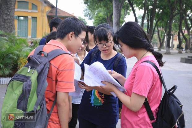 Ôn thi Văn có 2 tháng cũng giành 9.25 điểm, sĩ tử nào muốn học hỏi thì xem ngay tips của cô nữ sinh trường Chuyên Phan Bội Châu này - Ảnh 1.