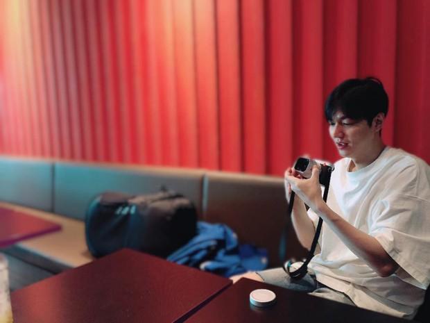 Nhìn hình du lịch của Lee Min Ho mới thấy anh có tất cả trừ một đứa bạn chụp ảnh có tâm - Ảnh 3.