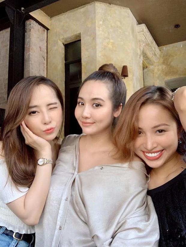 Những hội bạn thân toàn mỹ nhân Vbiz: Từ U30 đến U50 vẫn giữ vẻ đẹp tươi trẻ bất chấp thời gian, phong cách sành điệu miễn chê - Ảnh 9.