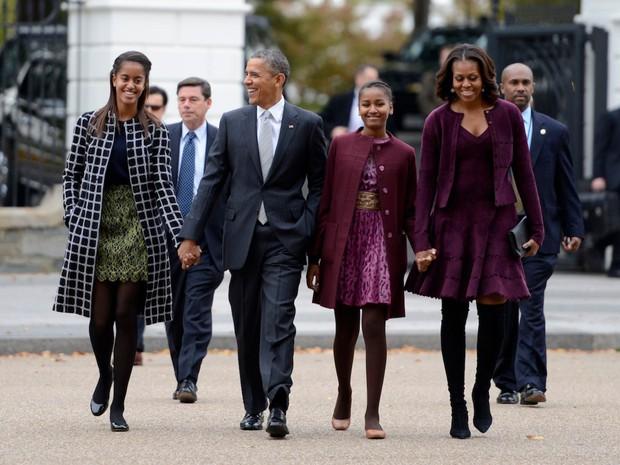 Hé lộ thu nhập khủng từ công việc ít ai biết tới của gia đình cựu Tổng thống Obama sau khi nghỉ hưu và cách tiêu tiền gây bất ngờ của họ - Ảnh 1.