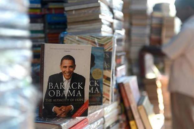 Hé lộ thu nhập khủng từ công việc ít ai biết tới của gia đình cựu Tổng thống Obama sau khi nghỉ hưu và cách tiêu tiền gây bất ngờ của họ - Ảnh 2.