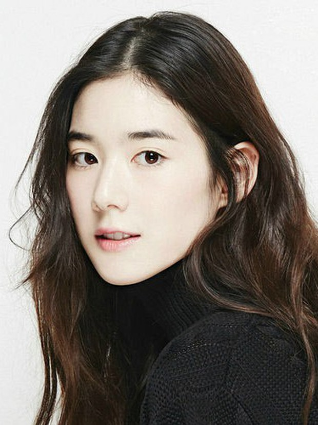 Biên kịch Hậu Duệ Mặt Trời công bố danh tính tiểu tam xen ngang Lee Min Ho và Kim Go Eun, tưởng ai hoá ra người quen? - Ảnh 1.