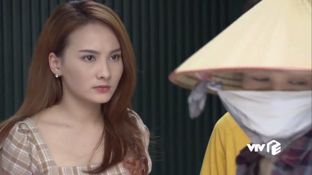 Không bỏ sỉ thính như cô Xuyến, tại sao Thư (Về Nhà Đi Con) vẫn nổi đóa khi thấy cô Hạnh bán hoa? - Ảnh 1.