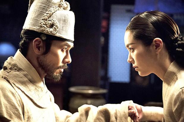 Biên kịch Hậu Duệ Mặt Trời công bố danh tính tiểu tam xen ngang Lee Min Ho và Kim Go Eun, tưởng ai hoá ra người quen? - Ảnh 2.