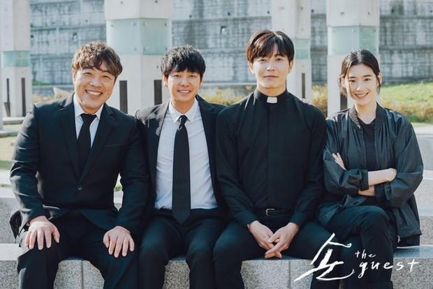 Biên kịch Hậu Duệ Mặt Trời công bố danh tính tiểu tam xen ngang Lee Min Ho và Kim Go Eun, tưởng ai hoá ra người quen? - Ảnh 3.