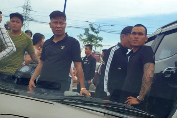 Khởi tố chủ doanh nghiệp gọi nhóm giang hồ chặn vây xe công an ở tỉnh Đồng Nai - Ảnh 2.
