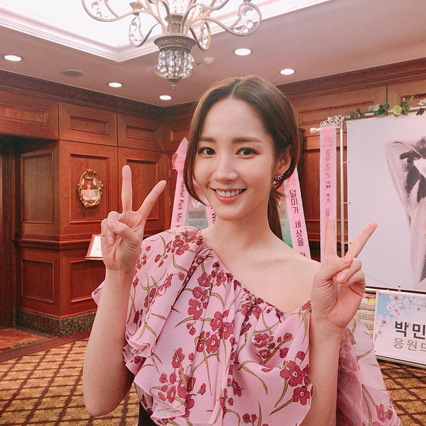 Với đôi chân nuột nà, liệu Jennie có đủ sức lấn át Joy và Park Min Young khi đụng đầm trăm triệu? - Ảnh 5.
