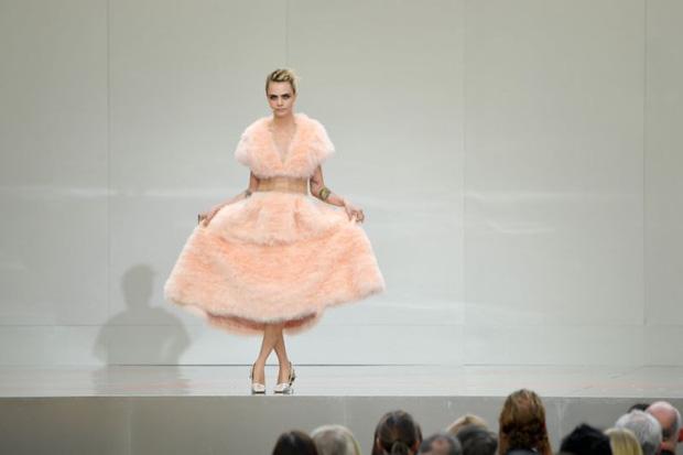 Giới siêu sao, chính trị gia lẫn hoàng gia tề tựu tại Paris vào tháng 6 này chỉ vì một nguyên do: Karl Lagerfeld - Ảnh 3.