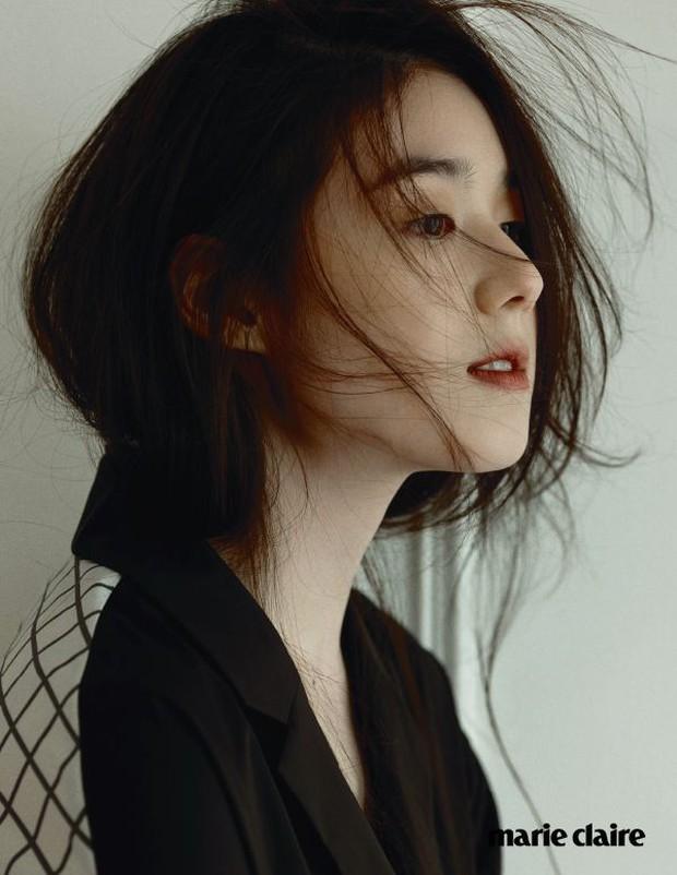 Biên kịch Hậu Duệ Mặt Trời công bố danh tính tiểu tam xen ngang Lee Min Ho và Kim Go Eun, tưởng ai hoá ra người quen? - Ảnh 10.