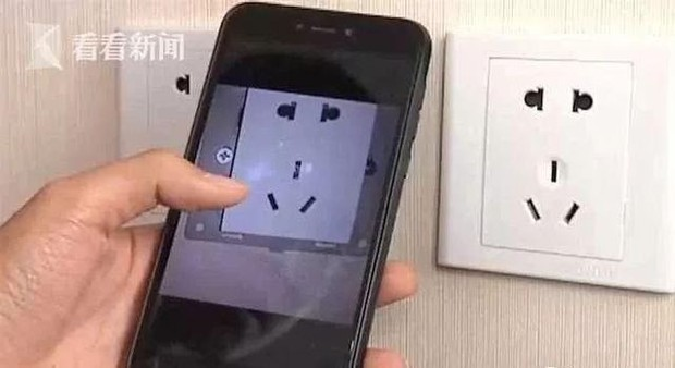 Cặp đôi Trung Quốc đi du lịch bắt gặp camera quay lén được giấu trong ổ điện cạnh tivi khách sạn  - Ảnh 4.