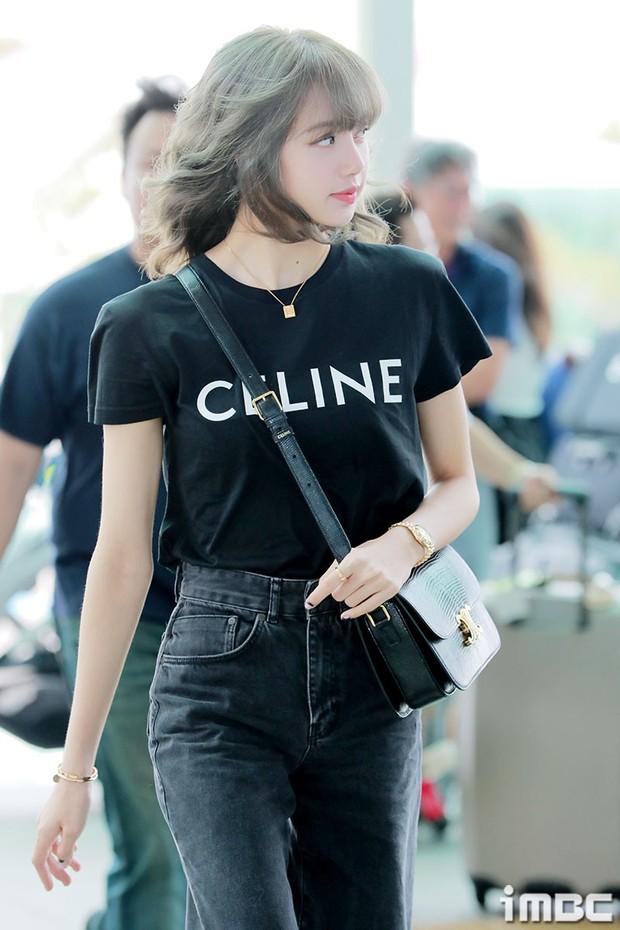 Em gái quốc tế Lisa (BLACKPINK) lại khiến sân bay náo loạn: Mặc tối giản mà xinh như búp bê sống, khí chất miễn bàn - Ảnh 5.