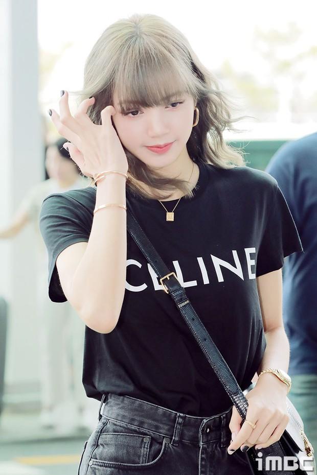 Em gái quốc tế Lisa (BLACKPINK) lại khiến sân bay náo loạn: Mặc tối giản mà xinh như búp bê sống, khí chất miễn bàn - Ảnh 9.