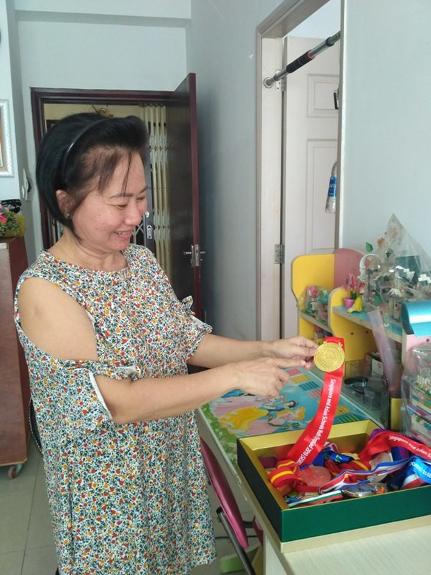Mẹ mắc ung thư, nữ sinh Sài Gòn đậu 3 lớp chuyên thi vào 10 - Ảnh 1.