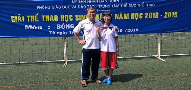 Mẹ mắc ung thư, nữ sinh Sài Gòn đậu 3 lớp chuyên thi vào 10 - Ảnh 2.