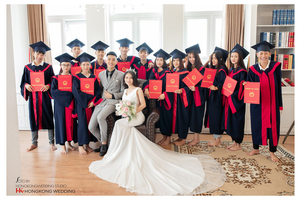 Đang chụp kỷ yếu thì chồng gọi về... chụp ảnh cưới, nguyên đám bạn đi theo phụ họa cho cặp đôi cô dâu chú rể trẻ - Ảnh 1.