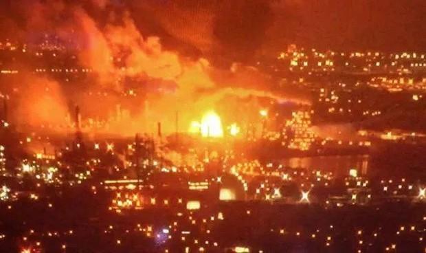 Hiện trường nhà máy lọc dầu tại Nam Philadelphia phát nổ thành quả cầu lửa - Ảnh 1.