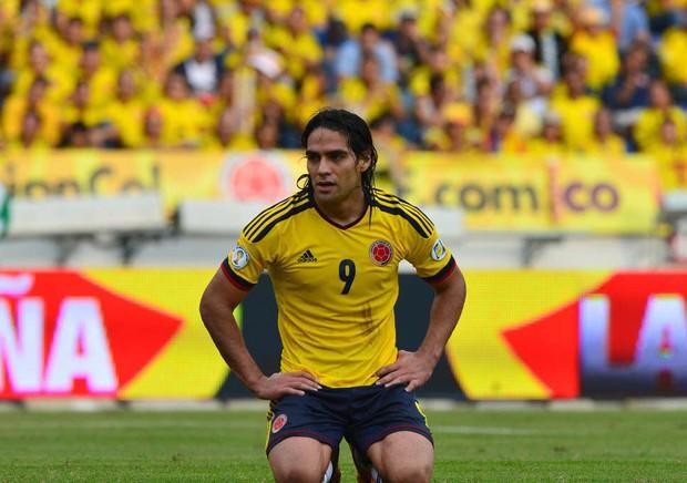 Đỉnh cao đánh lạc hướng: Trung vệ trẻ điển trai Jose Gimenez (Uruguay) khiến Mãnh hổ Falcao phát điên vì hàng loạt câu hỏi gây lú - Ảnh 1.