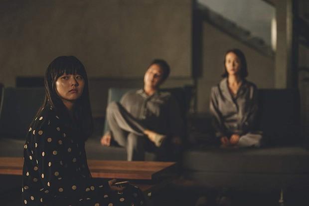 5 điểm trùng hợp kì lạ giữa phim hot nhất tuần Kí Sinh Trùng và US - phim kinh dị siêu sốt đầu năm - Ảnh 6.