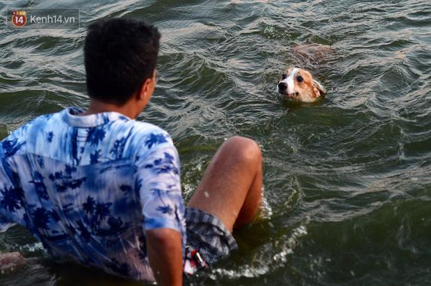 Ảnh: Người dân Thủ Đô đổ về công viên nước Hồ Tây giải nhiệt ngày nắng nóng đỉnh điểm - Ảnh 7.