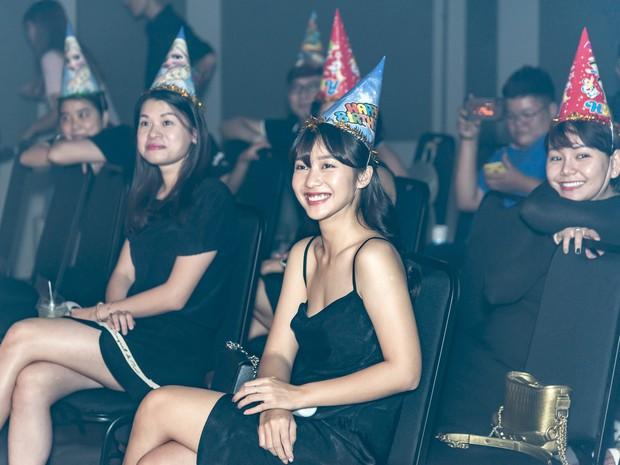 Hội fan cứng 10 năm đột kích, tổ chức sinh nhật bất ngờ khiến Minh Hằng khóc nức nở - Ảnh 6.