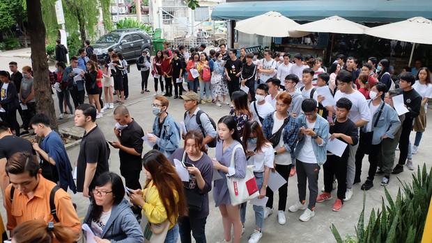 Hội fan cứng 10 năm đột kích, tổ chức sinh nhật bất ngờ khiến Minh Hằng khóc nức nở - Ảnh 11.