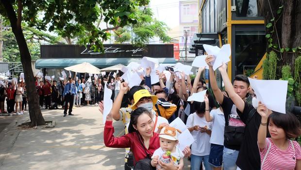 Hội fan cứng 10 năm đột kích, tổ chức sinh nhật bất ngờ khiến Minh Hằng khóc nức nở - Ảnh 14.