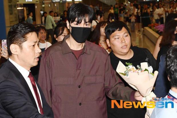 Lee Min Ho và Suzy lần lượt xuất hiện tại sân bay gần sinh nhật, tạo nên khung cảnh na ná ảnh hẹn hò 4 năm trước? - Ảnh 8.