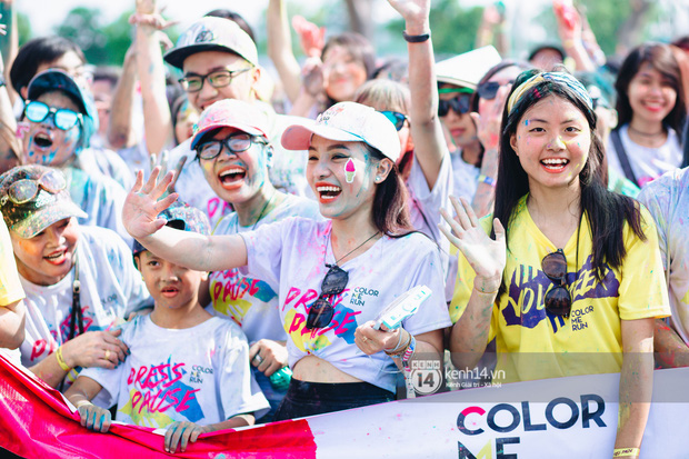 Bất chấp mặt mũi lấm lem, hội girl xinh vẫn chiếm hết spotlight tại Color Me Run - Ảnh 5.