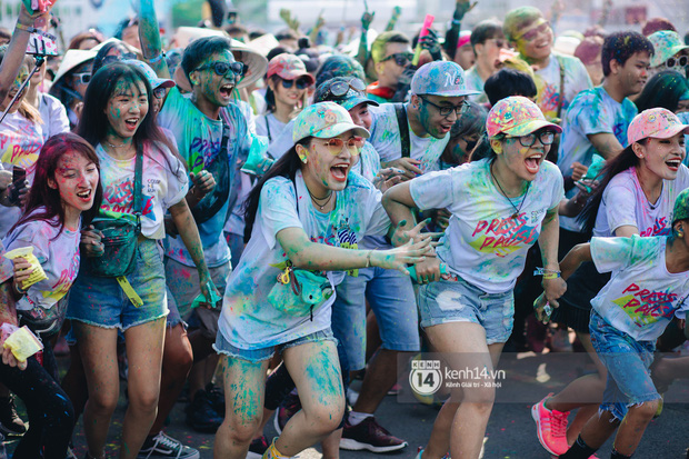 Bất chấp mặt mũi lấm lem, hội girl xinh vẫn chiếm hết spotlight tại Color Me Run - Ảnh 3.