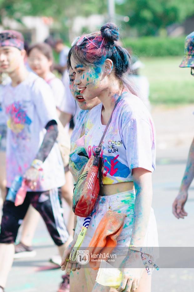 Bất chấp mặt mũi lấm lem, hội girl xinh vẫn chiếm hết spotlight tại Color Me Run - Ảnh 7.