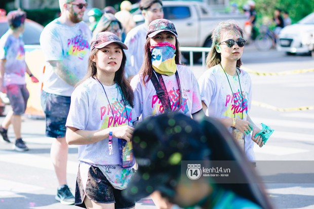 Bất chấp mặt mũi lấm lem, hội girl xinh vẫn chiếm hết spotlight tại Color Me Run - Ảnh 9.
