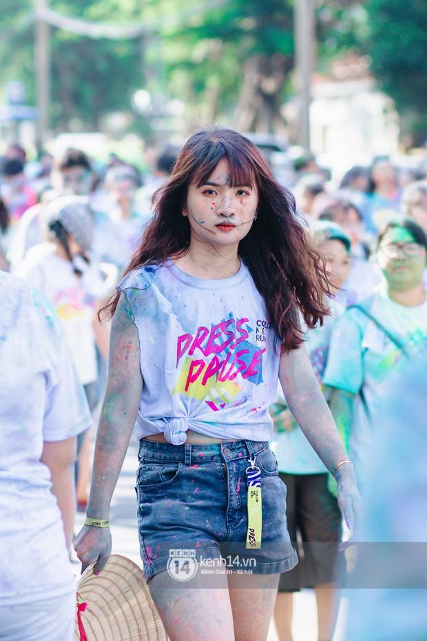 Bất chấp mặt mũi lấm lem, hội girl xinh vẫn chiếm hết spotlight tại Color Me Run - Ảnh 8.