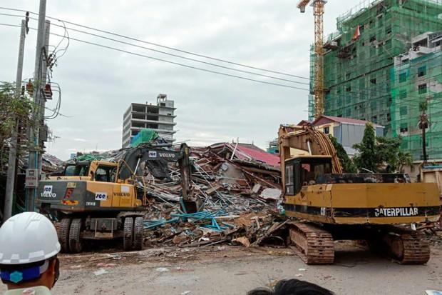Sập tòa nhà 7 tầng ở Campuchia, hàng chục người bị vùi lấp - Ảnh 1.