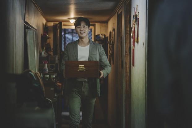 Kí Sinh Trùng có màn cameo thú vị nhất sự nghiệp Park Seo Joon: Khởi nguồn cho mọi bi kịch nhà nghèo! - Ảnh 4.